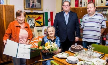 90. születésnapja alkalmából köszöntötték Tóth Jánosnét