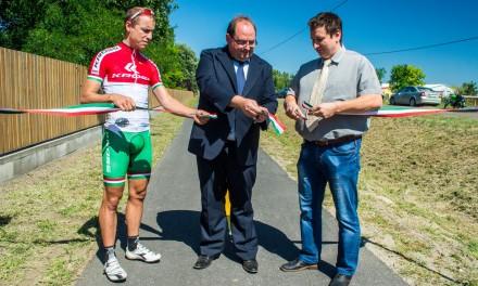 Átadták a Csongrád – Bokros közötti kerékpárutat