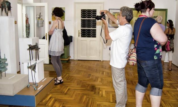 Kamarakiállítás a múzeumban