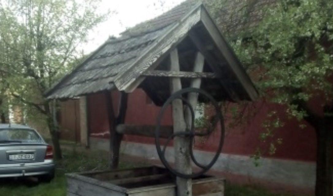 Közösségek Hete – Csongrád, Öregvár utcai kerekeskút felújítása