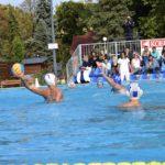 Fiúk és lányok a medencében azaz elindult a pólószezon