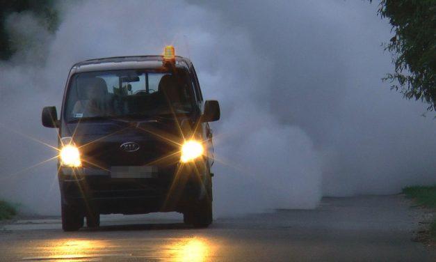Meleg-ködös földi szúnyoggyérítés az esti órákban